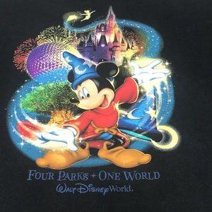 Walt Disney World Mickey w/ Parks Size XL T-shirt